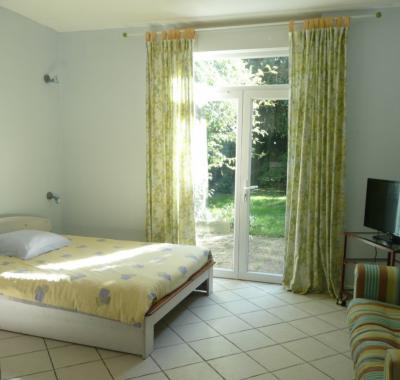 chambre calme et spacieuse chez lhabitant centre ville chatellerault