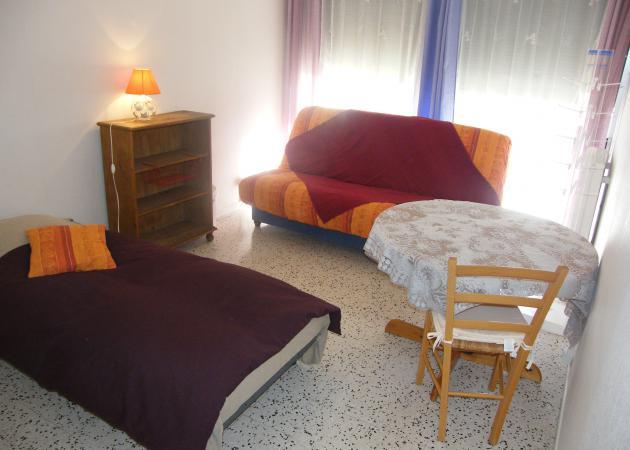 chambre 14 m2 et sdd bien situ e montpellier chambre chez l 39 habitant montpellier. Black Bedroom Furniture Sets. Home Design Ideas